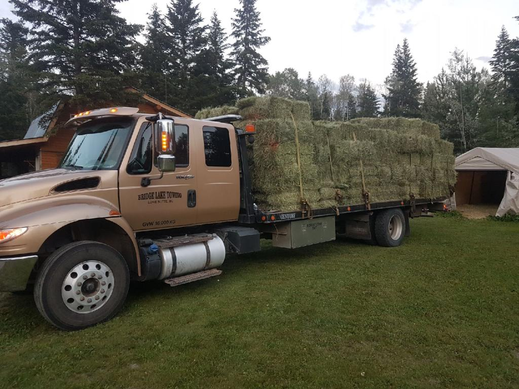 hay_hauling_on_flatbed